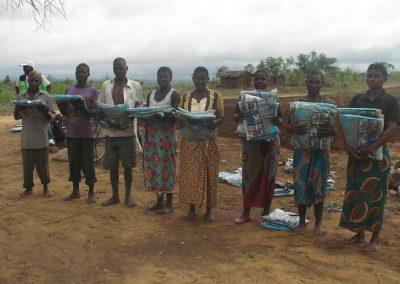 2017.12.10 말라리아 예방을 위한 살충모기장을 지원받은 주민들