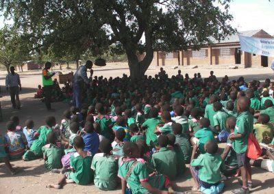 2018.06.22 말라위 초등학교 말라리아 예방교육-등대 청년 모니터요원들에 의해 실시중인 말라위 초등학교 말라리아 예방교육 현장