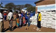 2018.07.31 말라리아 퇴치현장을 방문한 단체 대표단-모니터요원들과 함께한 장창만 이사장, 옥수수 분배현장-2