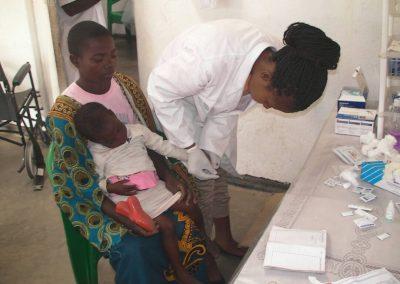 등대보건소에서 치료 받는 아동
