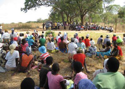 사업설명회, 보건교육 행사에 모인 주민들 2011.05