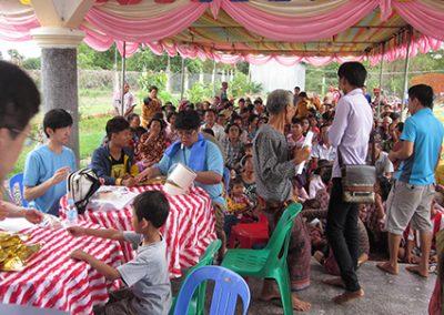 씨엠립 지역 의료봉사- 대기 중인 환자들 2016.07