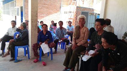 캄보디아 진료대기 중인 환자들 2016.06